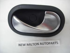RENAULT SCENIC 2 INTERIOR FRONT OR REAR DOOR HANDLE LEVER O/S RIGHT DRIVERS SIDE  2004-2008